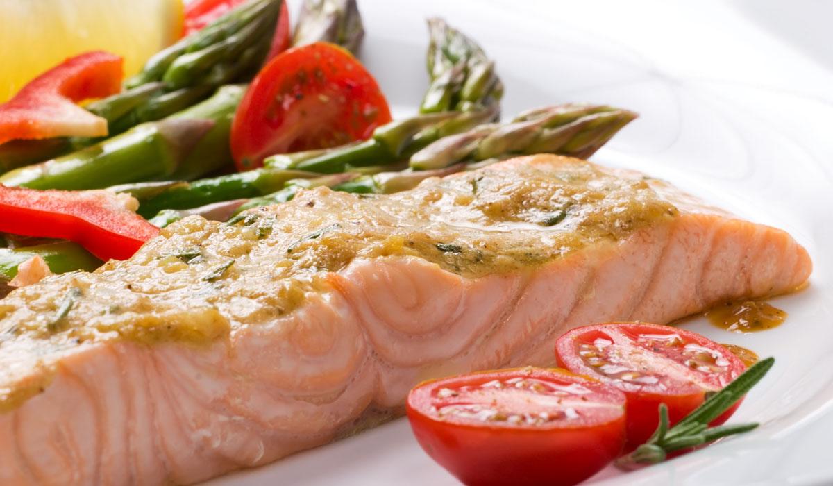 Med 7 živil za zdravo staranje spadajo tudi ribe